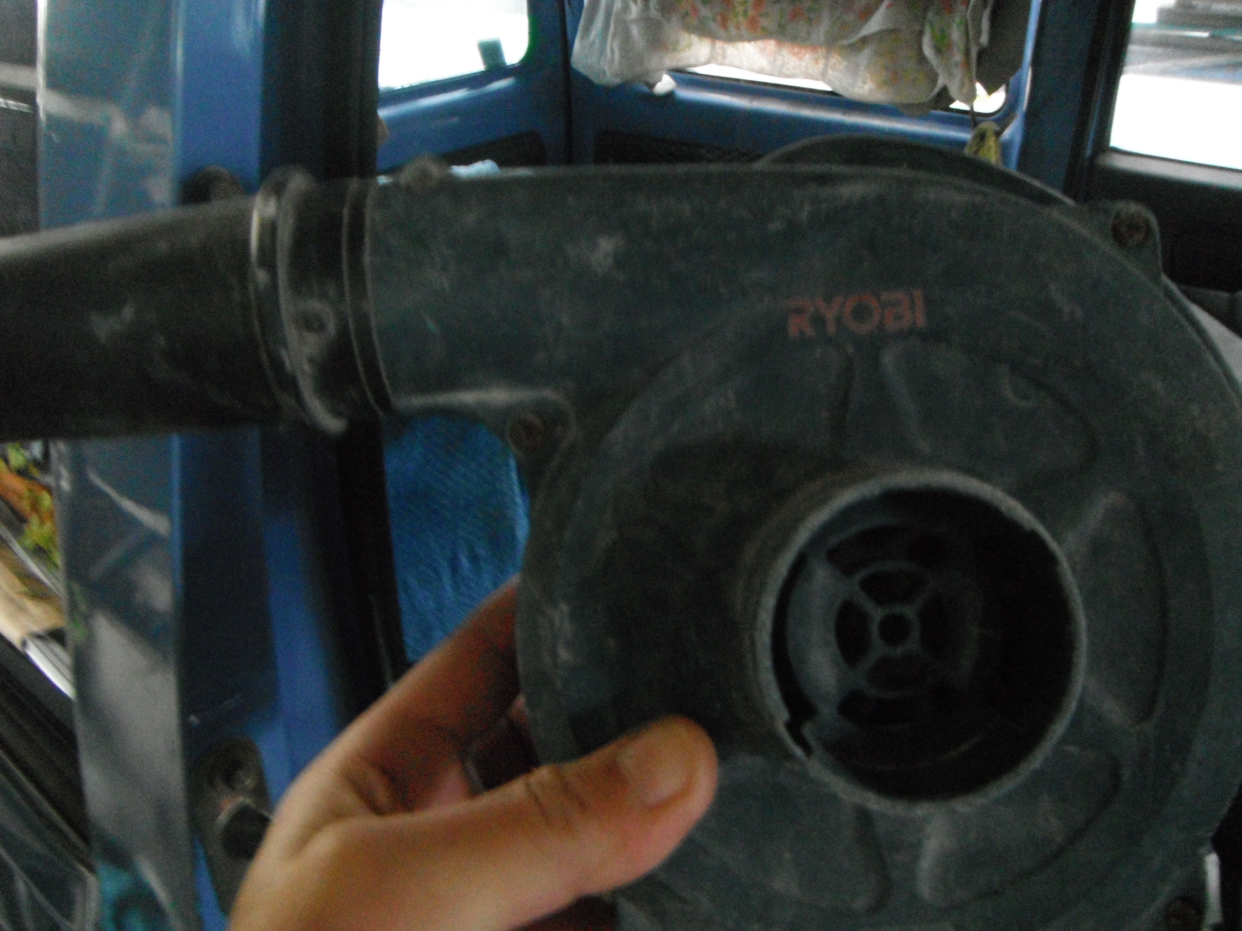 ブロワーは掃除だけではない。タイルを貼った後は超便利だったんです!