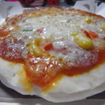 冷凍ピザをつまみにする夜